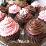 Cupcake al cioccolato con nutella e mascarpone e con crema al burro meringata.